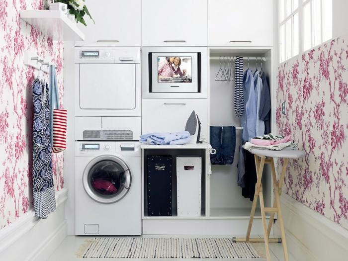waschküche-einrichten-gemütliches-zimmer-rosige-tapete