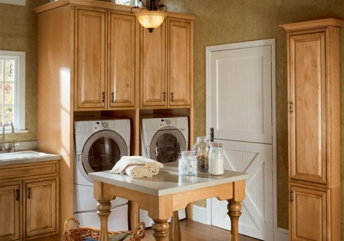 waschküche-einrichten-hölzerne-schränke