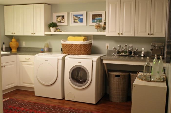 waschküche-einrichten-sehr-gemütliches-zimmer-mit-bildern-an-der-wand