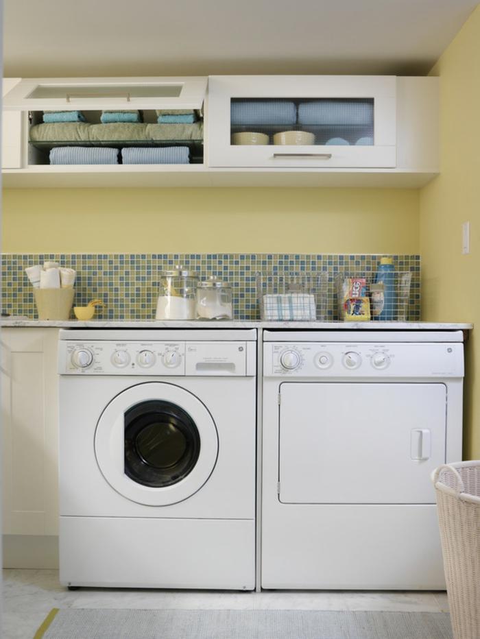 waschküche-einrichten-sehr-kleines-schönes-zimmer