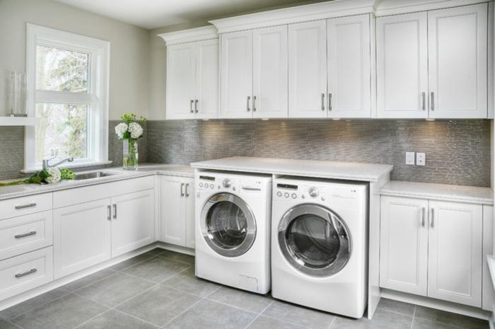 waschküche-einrichten-sehr-schlichte-und-attraktive-weiße-ausstattung