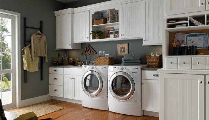 waschküche-einrichten-tolles-aussehen-weiße-schränke