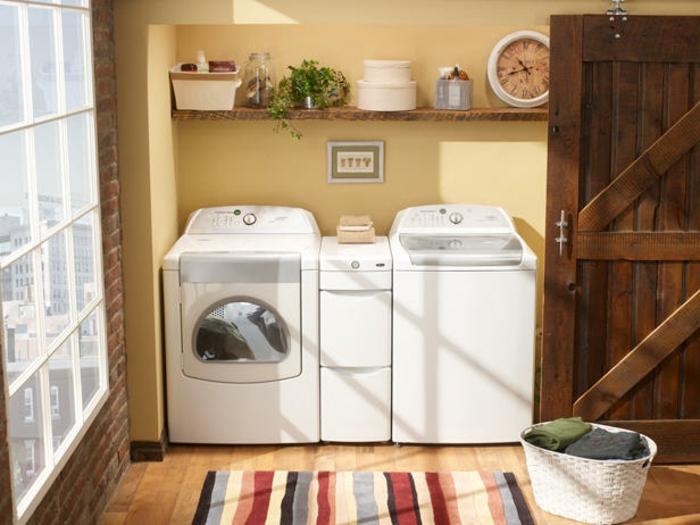 waschküche-einrichten-weiße-waschmaschinen