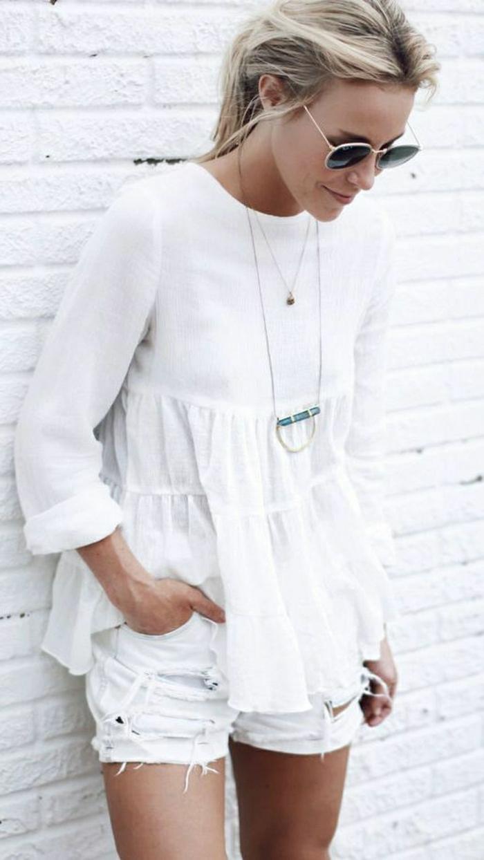 weiße-Kleider-Sommer-kurze-Jeans-lüftiger-Top-Sonnenbrille