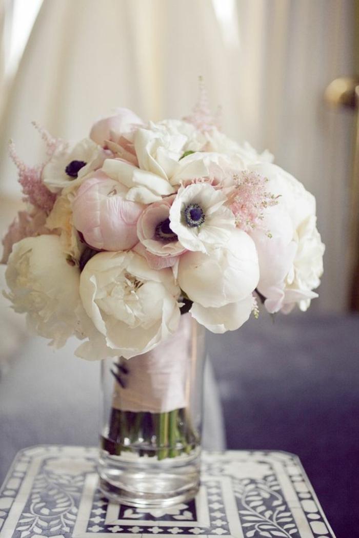 weiße-blumensträuße-mit-wunderschönen-blumen-dekoration-deko-mit-blumen