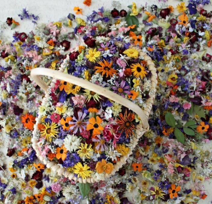 weißer-Korb-Blumen-Party-Deko