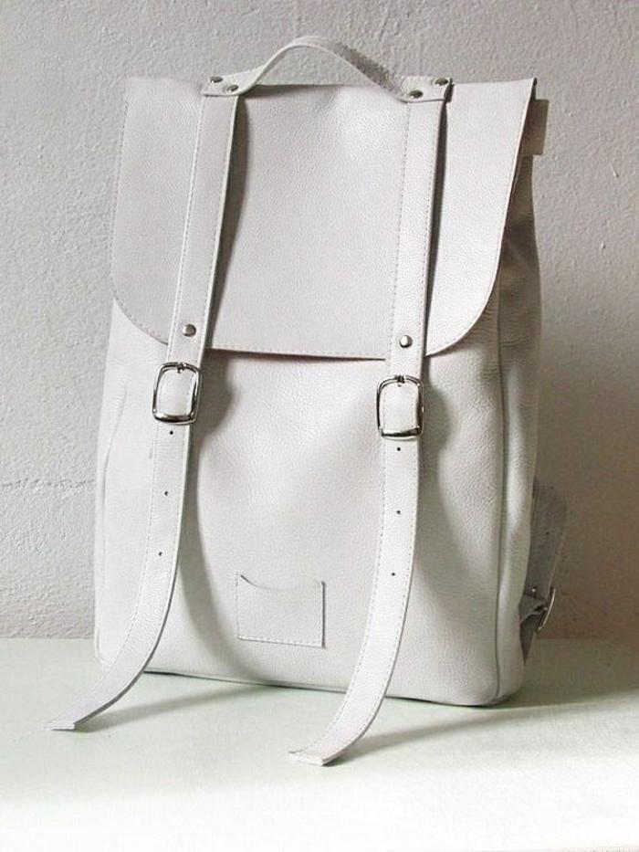 weißer-Leder-Rucksack-Damen