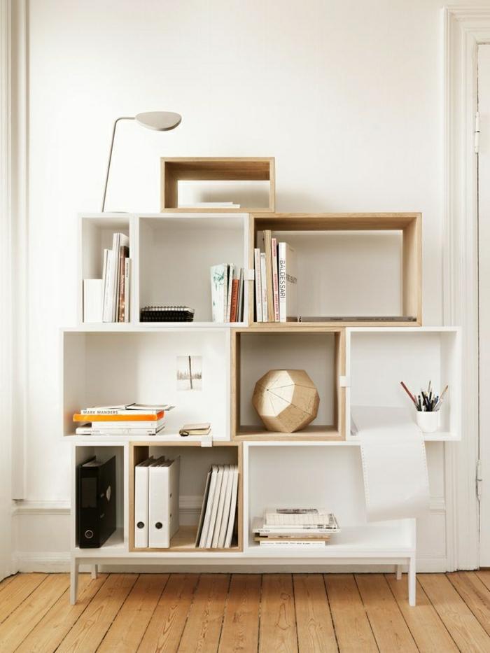 weißes-Interieur-skandinavisch-Bücherregale