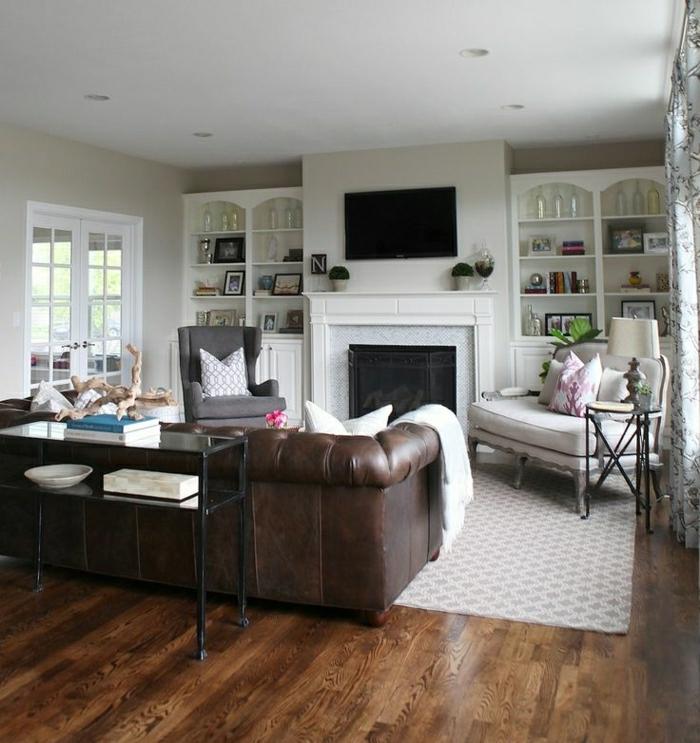 wohnzimmer chesterfield:Wohnzimmer mit Kamin und Chesterfield für mehr Komfort