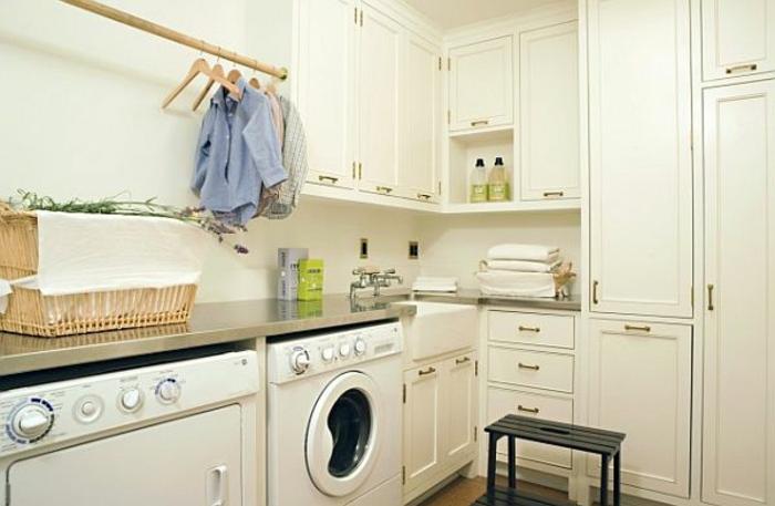 wunderschöne weiße kleine waschküche einrichten