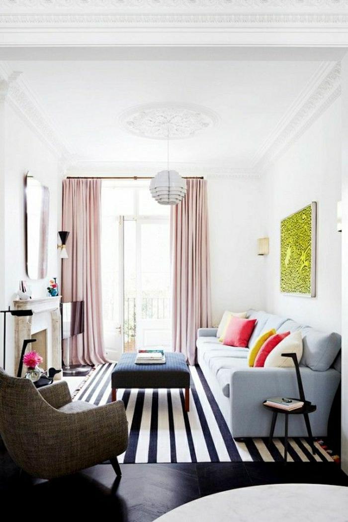 Möbel und Dekorationen in schwarz und weiß