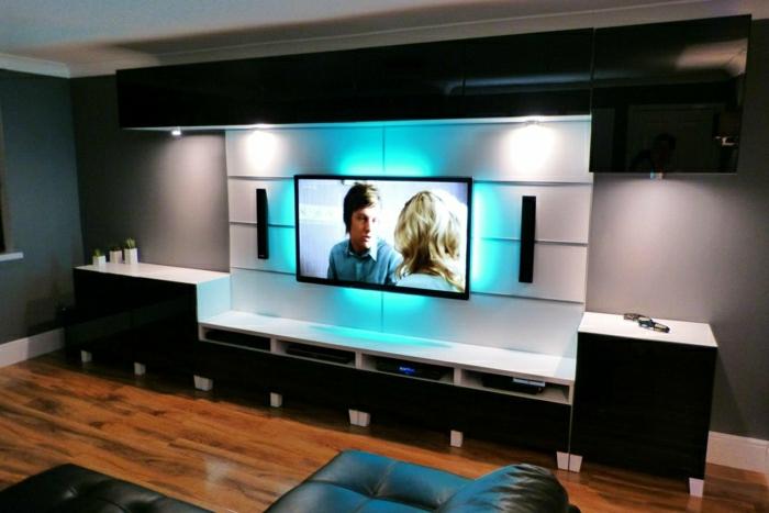 Fernsehwand in weißer Farbe