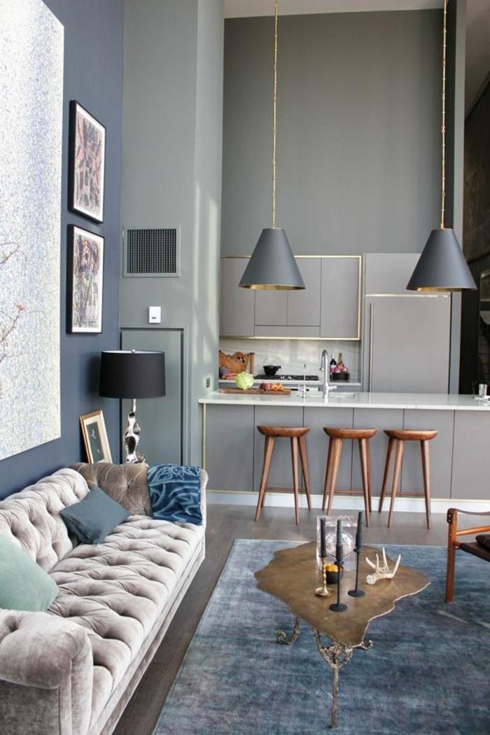 wohnzimmer küche design:graues wohnzimmer mit küche – hölzerne barhocker