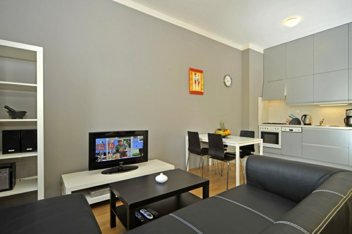 wohnzimmer küche design:einfaches design vom wohnzimmer mit küche – in grauer farbe