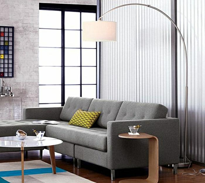 wunderschöne-gestaltung-vom-wohnzimmer-mit-bogenlampe