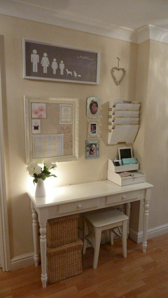 ARbeitsecke-vintage-Schreibtisch-Hocker-weiß-shabby-chic-Elemente-Blumen-Tafel