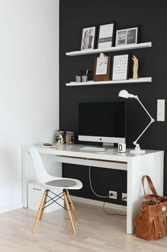 ARbeitszimmer-simple-moderne-Gestaltung-schwarz-weiß-Stuhl-interessantes-Design-Schreibtisch-Computer-Leselampe-Regale-Fotos