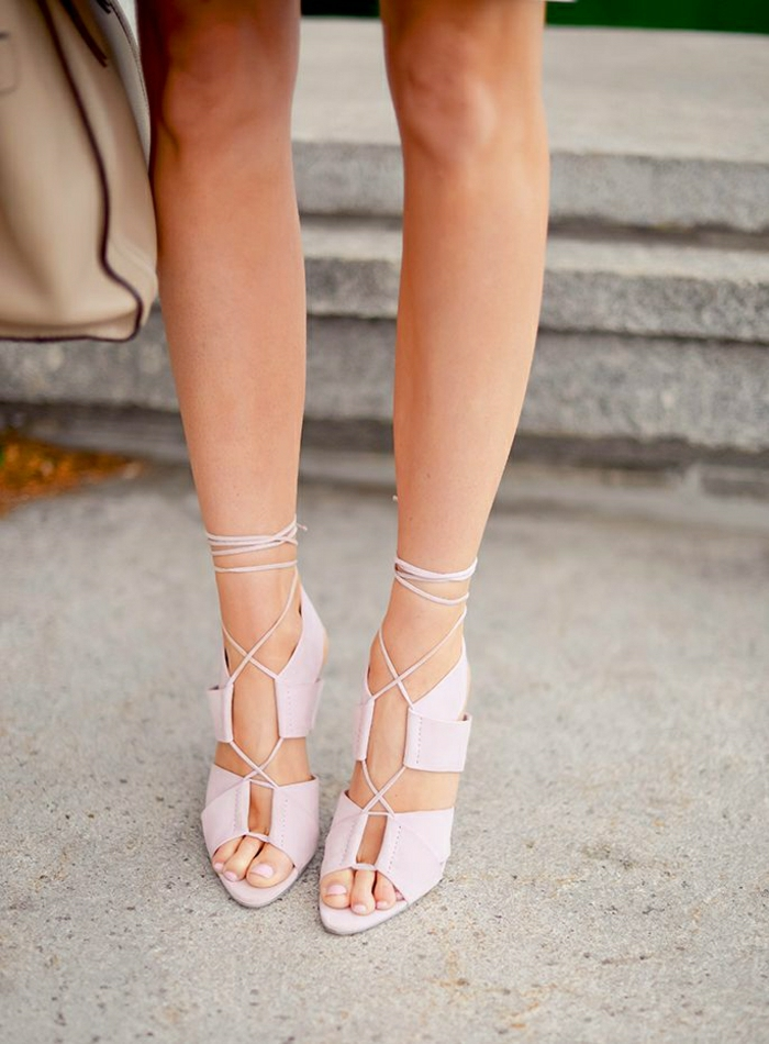 Alexander-Wang-Sandalen-mit-Absatz-bleich-rosa-Farbe-schickes-Modell-Schnürband