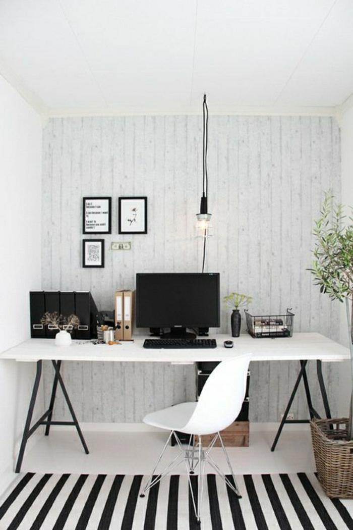 Arbeitszimmer-schwarz-weißes-Design-Teppich-Streifen-Stuhl-Laptop-Rattankorb-Blumentopf-Fotos-hängende-Leuchte-Designer-Schreibtisch