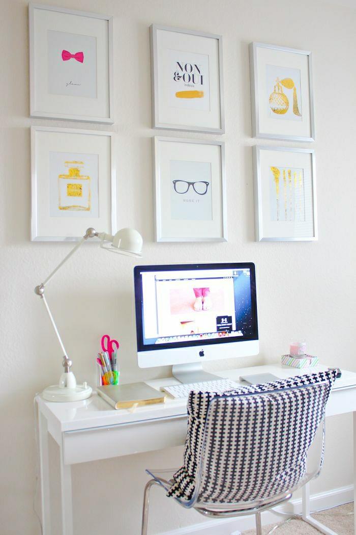 Arbeitszimmer-weiß-durchsichtiger-Stuhl-Plastik-graphisches-Kissen-Fotos-Computer-Leselampe-simpler-Schreibtisch