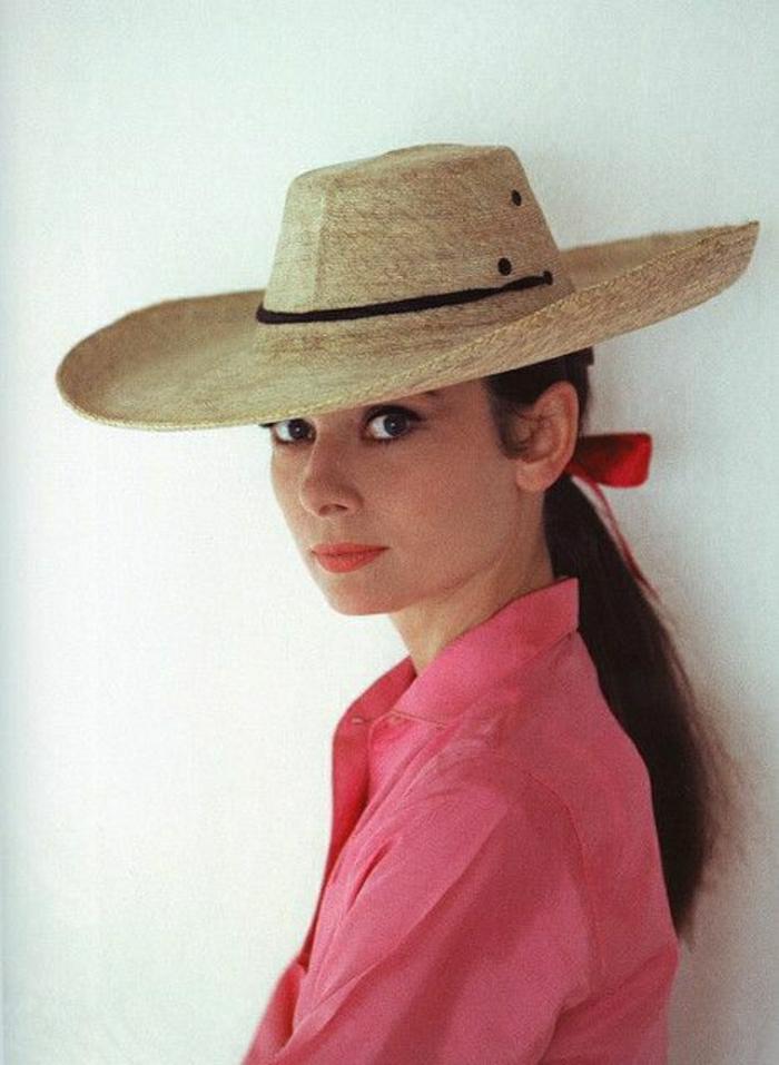 Audrey-Hepburn-Strohhut-retro-schick-rosa-Hemd