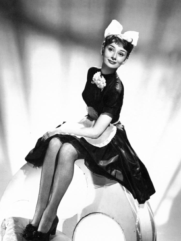 Audrey-Hepburn-kokett-schön-Zimmermädchen-Kostüm
