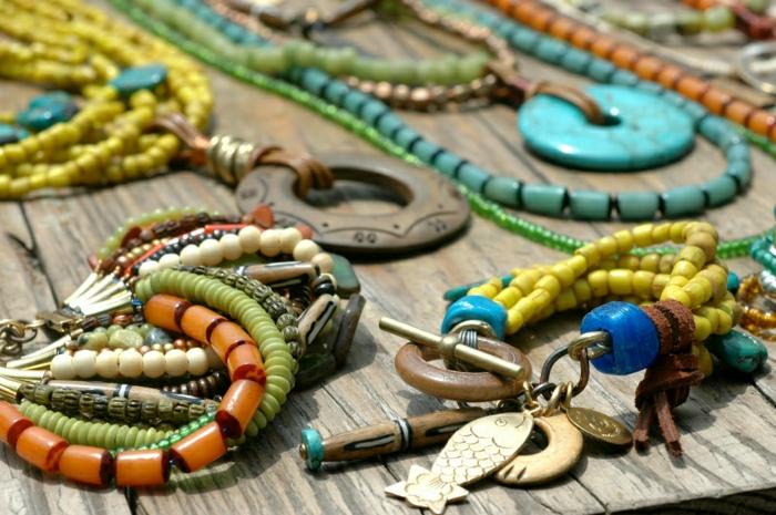 Boho-Schmuck-Armbänder-Ketten-Glasperlen-farbige-Elemente-Holz-Metall-goldener-Fisch-Anhänger