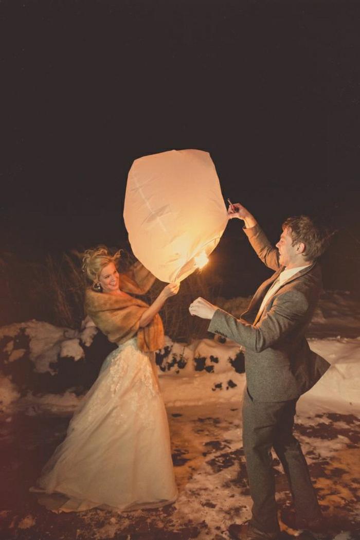 Brautpaar-fliegende-Laterne-Schnee-Winter