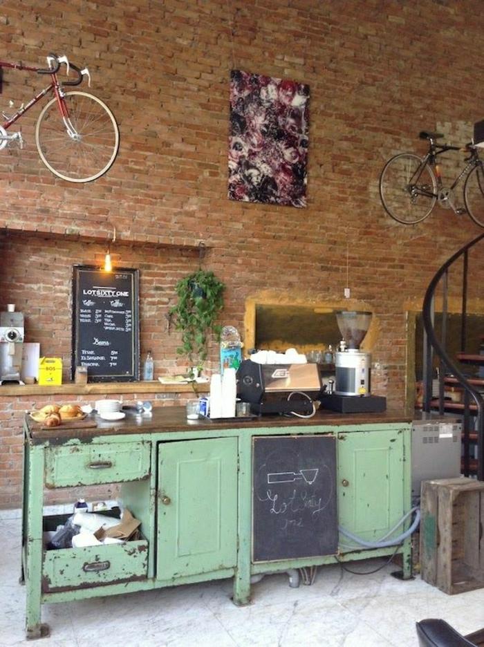 Cafe-Ziegelwände-Wanddekoration-Idee-Fahrräder