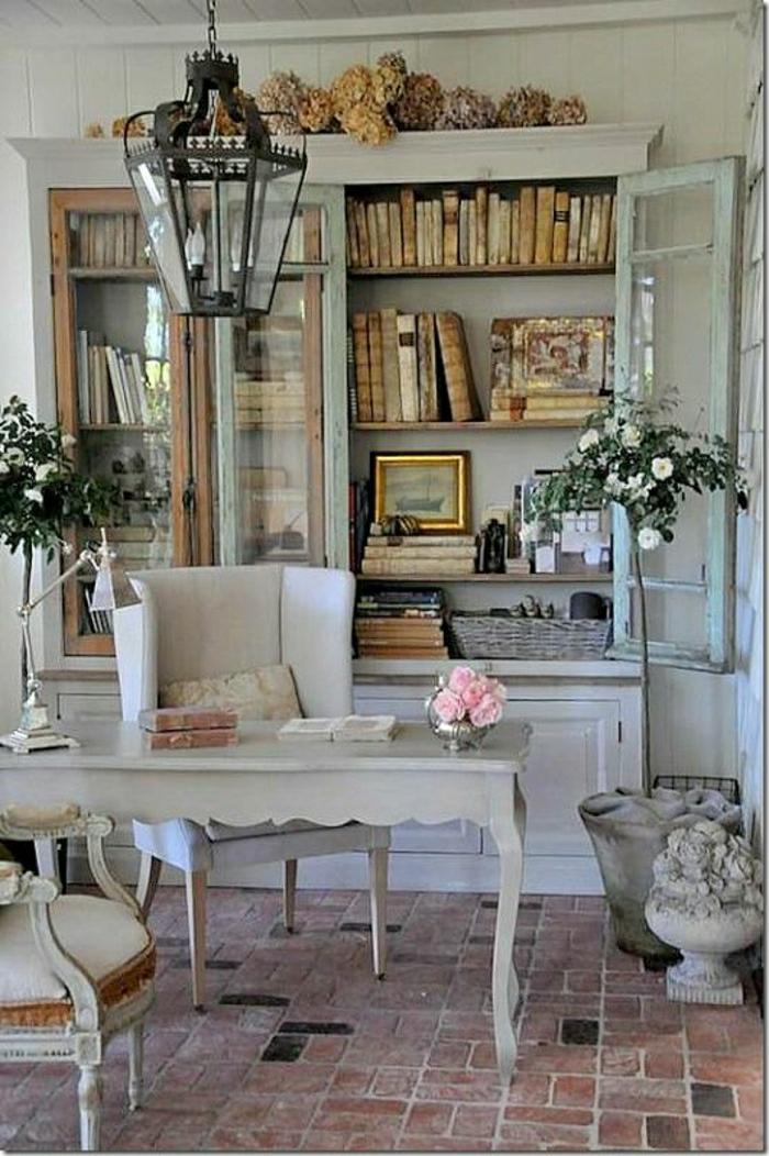 Designer-vintage-Schreibtisch-Rosen-Sessel-aristokratisch-Bücher