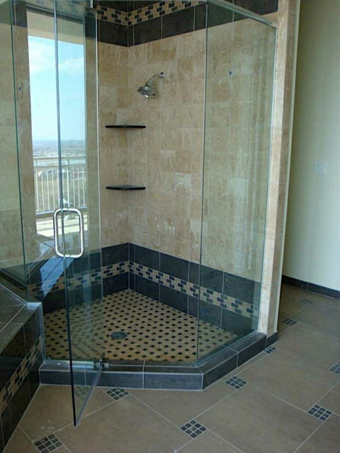 Duschabtrennung-Fliesen-Mosaik-Glastür-luxuriös
