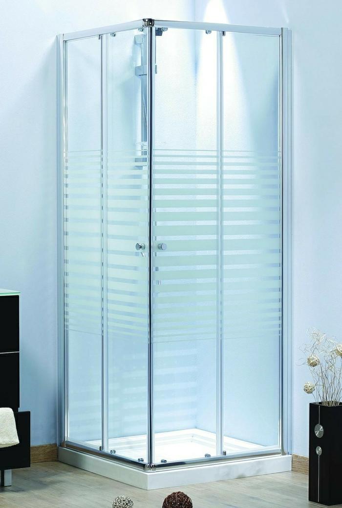Duschkabine-simples-Design-mette-Streifen-Glas