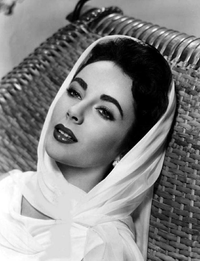 Elizabeth-Taylor-Hollywood-Legende-Klassik-retro-Foto-weißes-Kleid-Schleier
