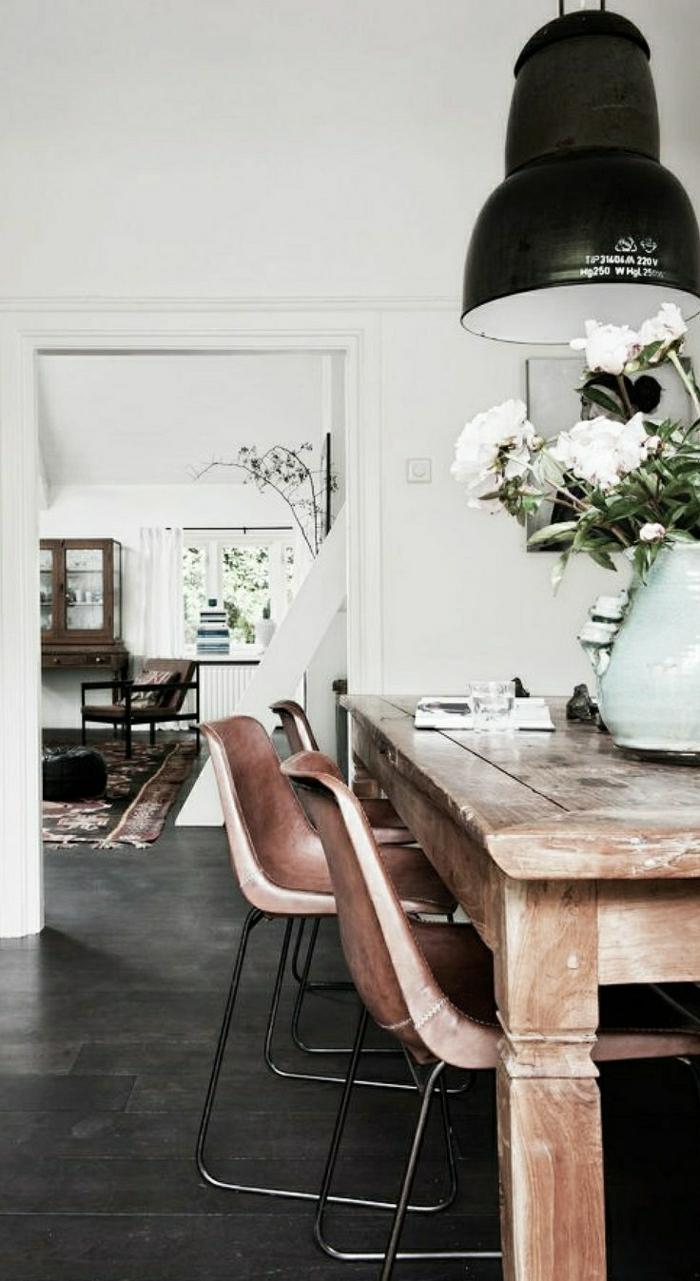 Esszimmer-rustikale-Gestaltung-industrielle-Lampe
