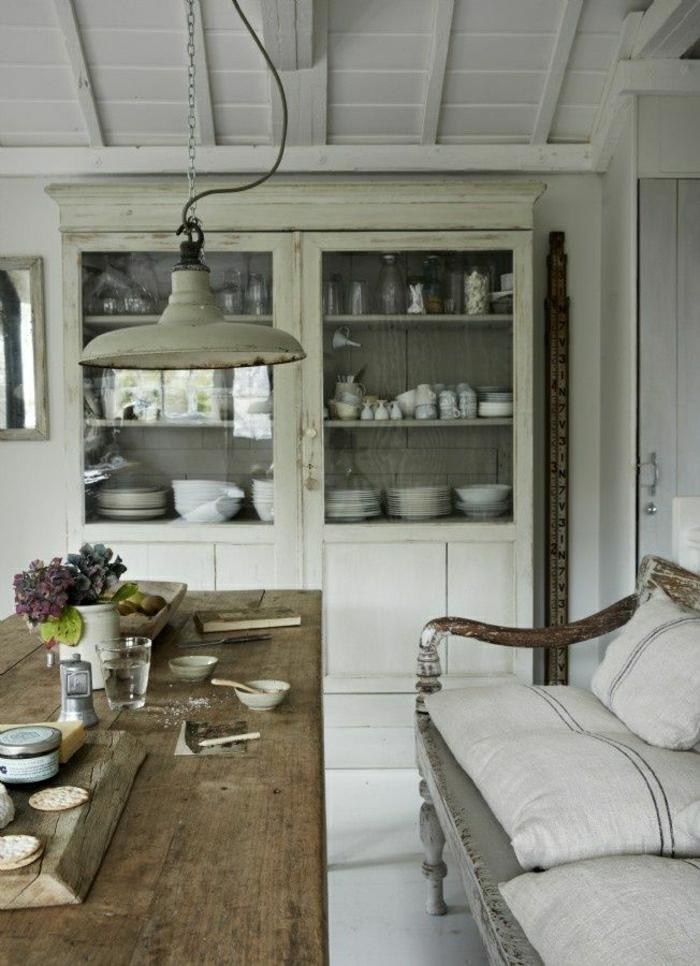 Esszimmer-Küche-rustikale-Möbel-Landhausstil