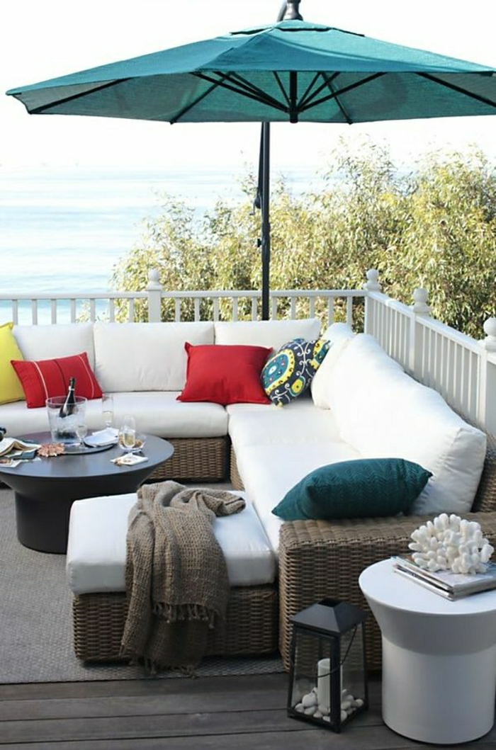 Gartenschirme-Veranda-Meer-türkisblau-Sofa-Kissen-Schöafdecke-Zahn