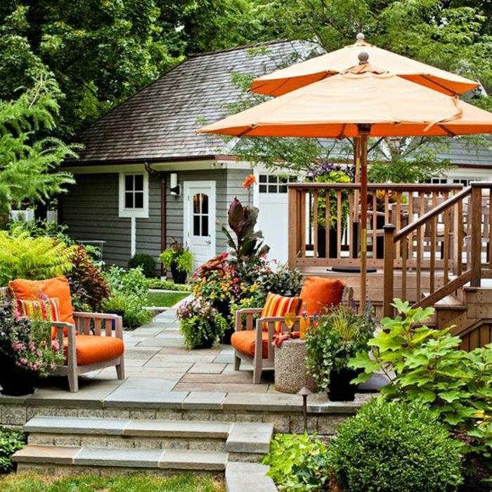 Gartenschirme-orange-Farbe-Gartenmöbel-Pflanzen