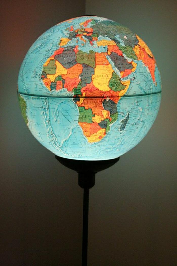 Globus-beleuchtet-Nachttischlampe-Leselampe