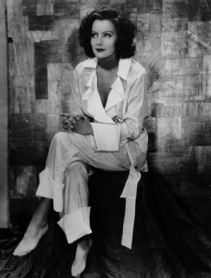Greta-Garbo-weiße-Kleider-Mode-Ikone-Film-Legende