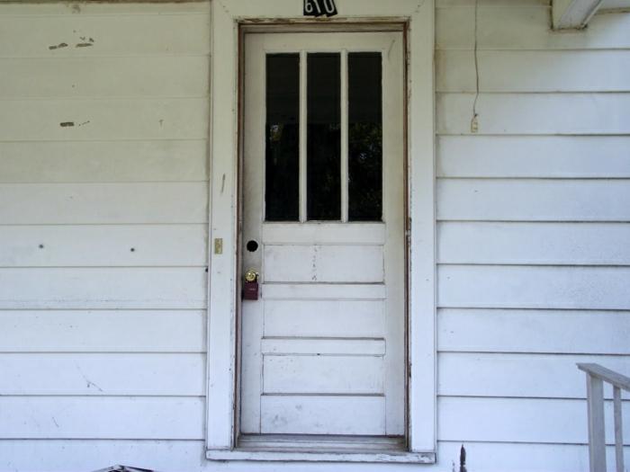 Haus-weiß-alte-Haustür-retro
