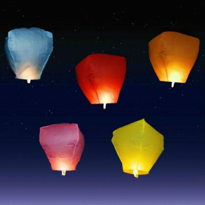 Hochzeit-Idee-Dekoration-feiern-farbige-fliegende-Laternen