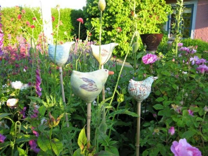 Hof-Garten-keramische-Vögel-Stecken-Dekoration-Gras-Blumen