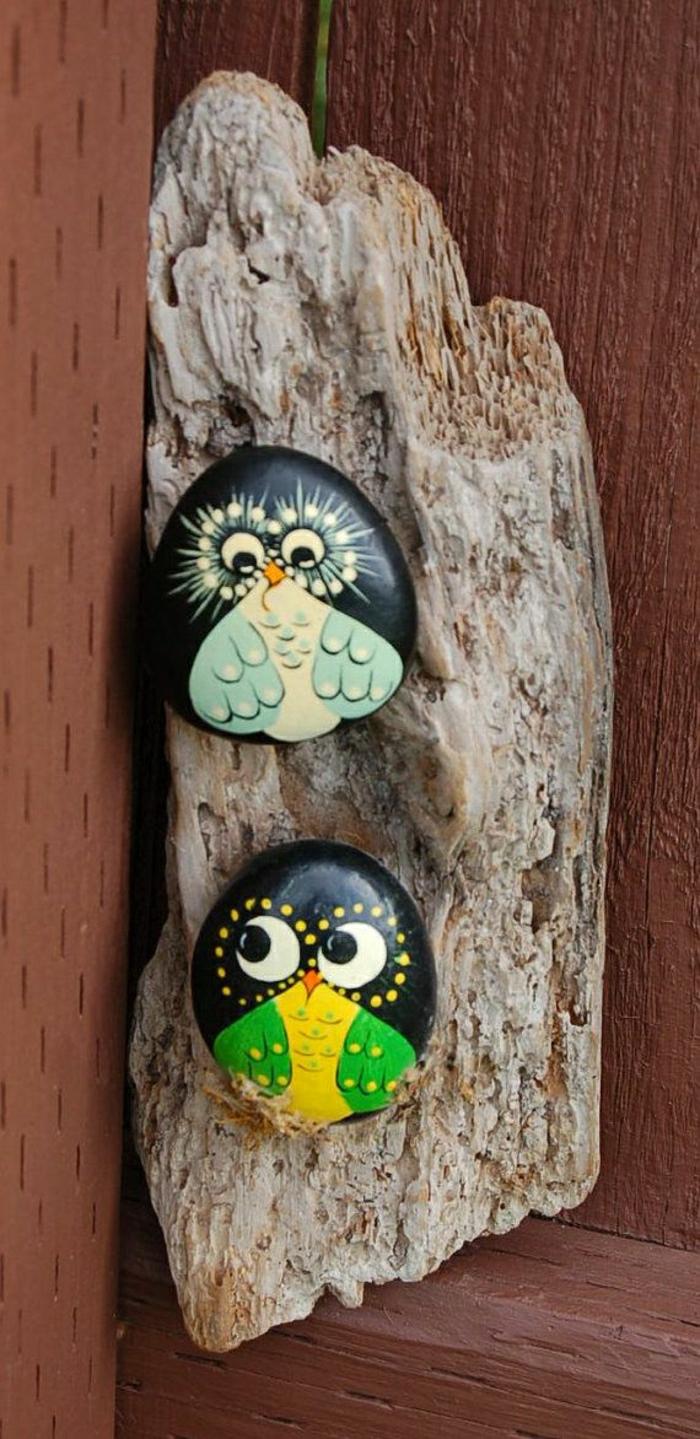 Holz-zwei-dekorative-handgemalte-Steine-Vögel-Zeichnungen