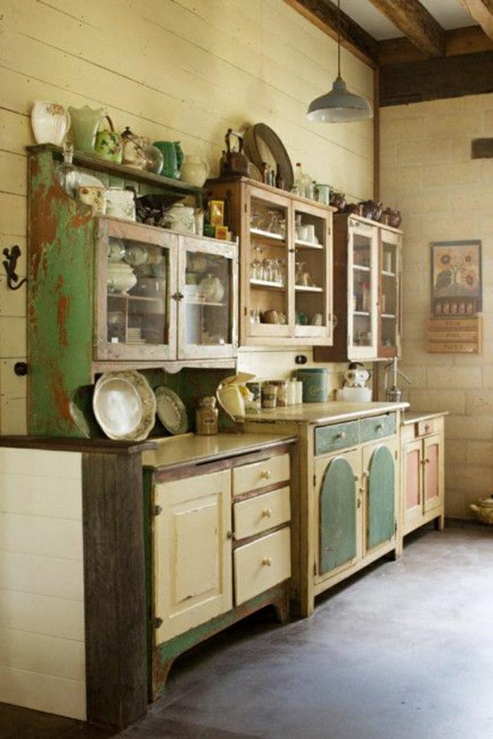 Küche-rustikale-Gestaltung-Geschirr-Küchenschränke