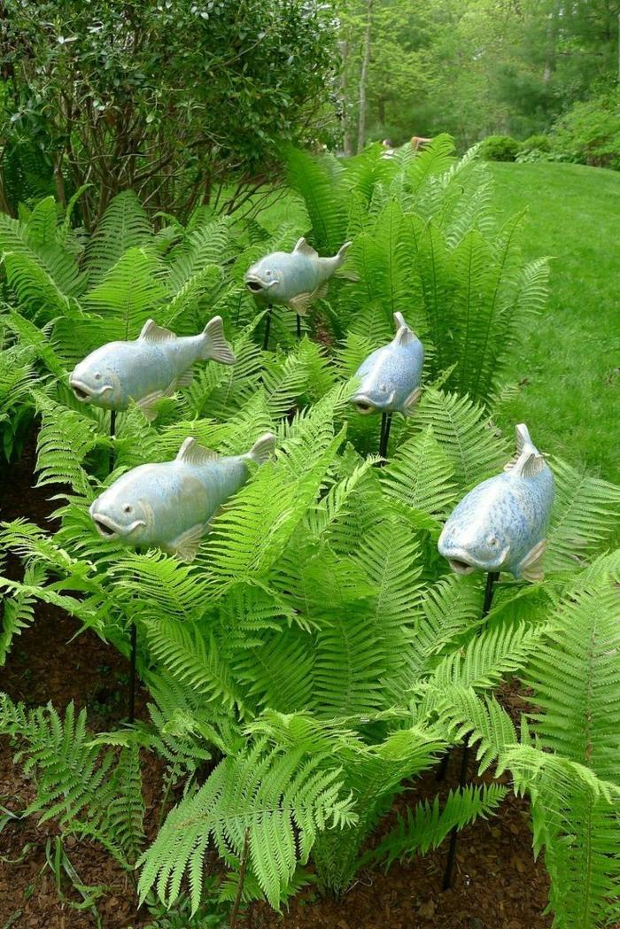 Keramik-im-Hof-Fische-Stecken-Grün