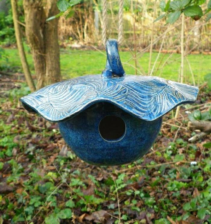Keramik-im-Hof-Vogelhaus-Nest-blau