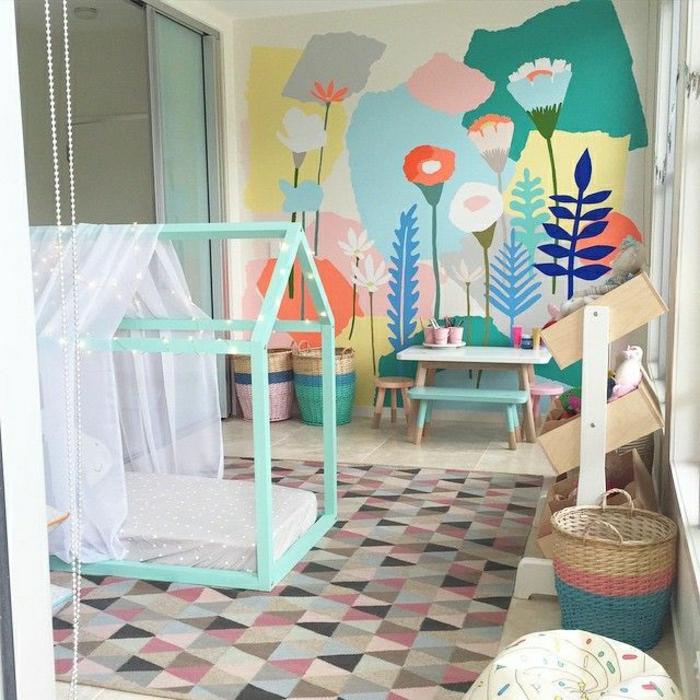 Kinderzimmer-süße-Farben-Wanddekoration-handgemalte-Zeichnungen