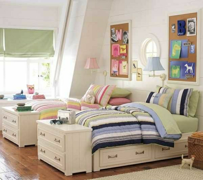Kinderzimmer-weiße-vintage-Betten-Schubladen-Kommoden-Tafel