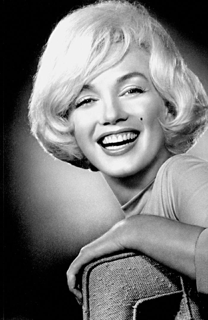 Marilyn-Monroe-schwarz-weißes-Foto-Lächeln-retro