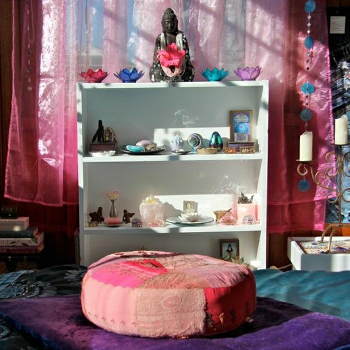 Meditation-Raum-asiatisches-Design-Buddha-Statue-Kerzen-Meditationskissen